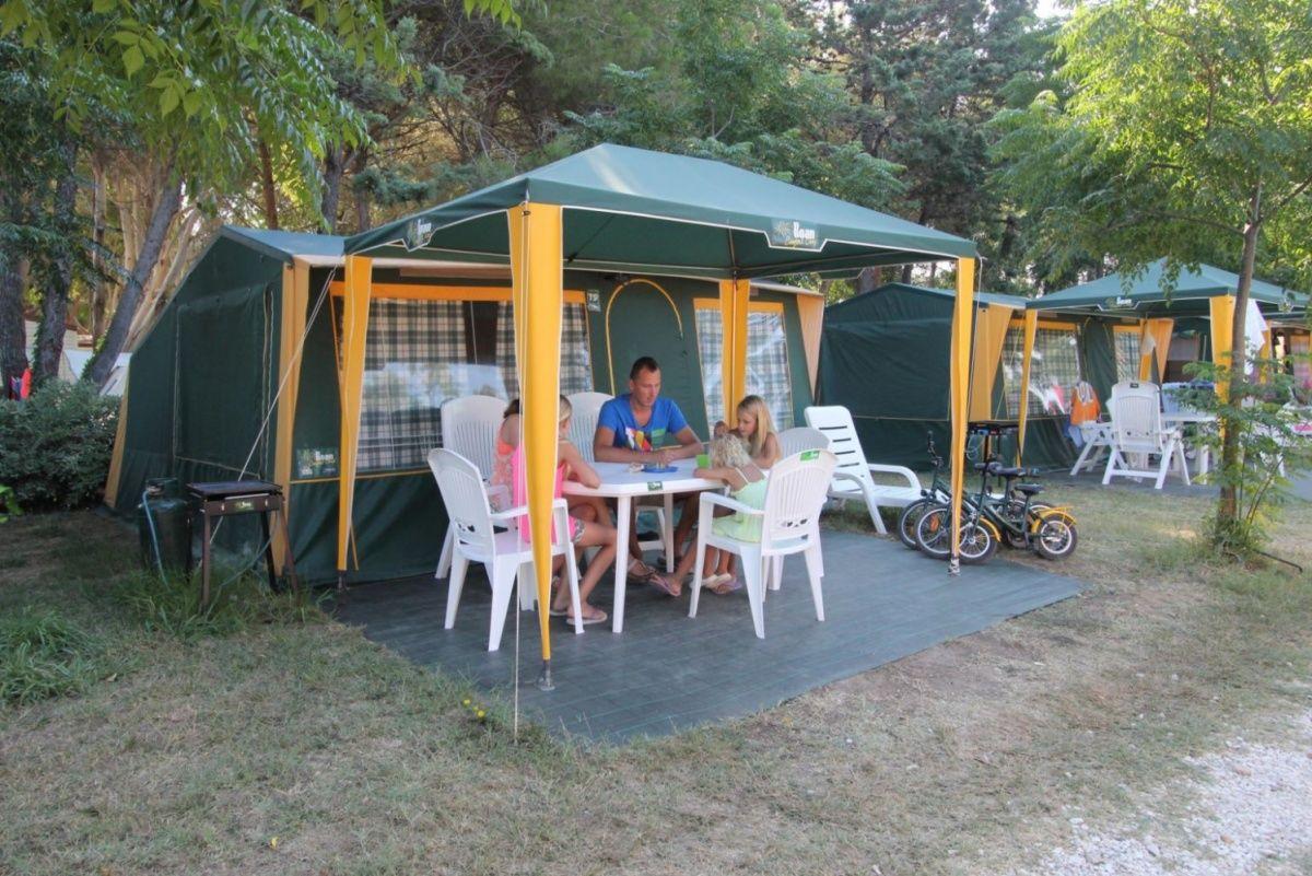 Camping Le Capanne | Stacaravans & Lodgetenten | Roan